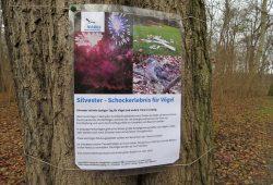Solche Hinweisschilder hat der NABU Leipzig in verschiedenen Parkanlagen in der Stadt aufgehängt. Hier sollte man auf Silvester-Lärm verzichten. Foto: Karsten Peterlein