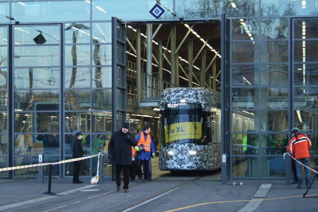 Das Tor ist offen, die Fahrt kann beginnen. Foto: Ralf Julke