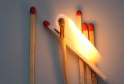 Die Sparrunden in der sächsischen Justiz waren ein echtes Spiel mit dem Feuer. Foto: Ralf Julke