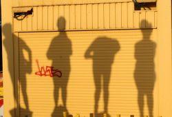 Die Schatten Unzeitgemäßer Zeitgenossen. Foto: Ralf Julke