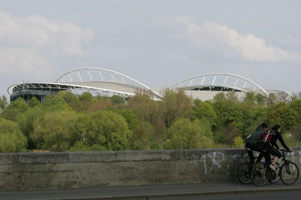 Zentralstadion/Red Bull Arena im Vorbeifahren. Foto: Jan Kaefer