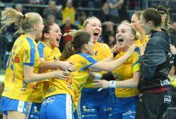 Nach dem überraschenden und eindrucksvollen Sieg des HCL über Metzingen war nur noch Jubel. Foto: Jan Kaefer
