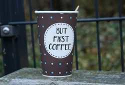 Verwaister Kaffeebecher. Foto: Ralf Julke