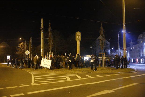 Circa 50 Teilnehmer fanden sich kurz vor Mitternacht zusammen. Foto: Alexander Böhm