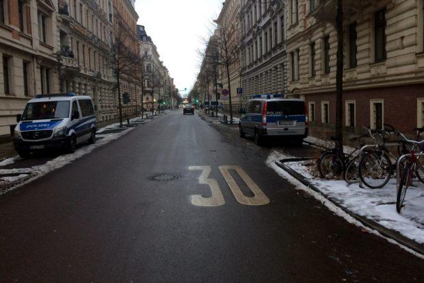Bereits um 16 Uhr ist die Gustav Adolf Strasse leer geräumt. Foto: L-IZ.de