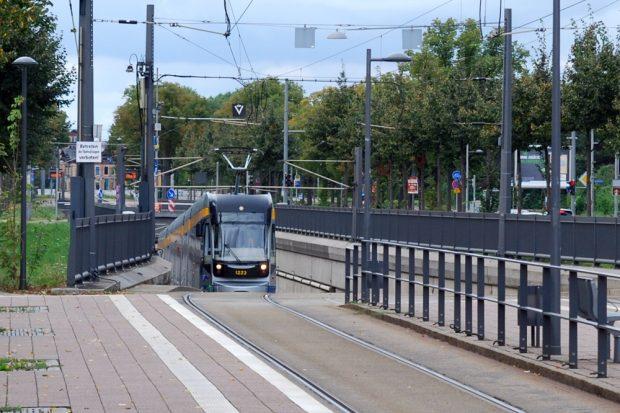 Wie bringt man den ÖPNV dauerhaft aus dem Tunnel? Haltestelle Waldplatz. Foto: L-IZ.de