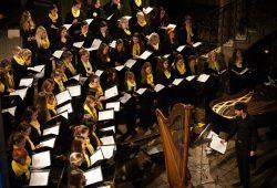 Mädchenchor und Ensemble der Schola Cantorum Leipzig. Foto: Erik Kemnitz