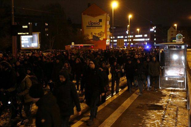 Der Gegenprotestzug sammelt sich am Waldplatz und anschließend am Stadionvorplatz sowie den Seitenstraßen. Foto: L-IZ.de