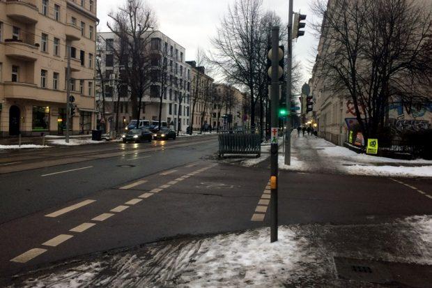 Gitter vor dem Sperrenaufbau um 16:15 Uhr an der Waldstraße (ein Teil der Route Legidas). Foto: L-IZ.de