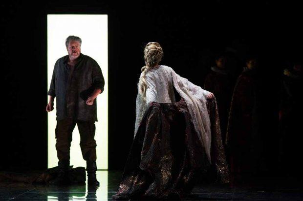 Mit Stephen Gould (Otello) und Dorothea Röschmann (Desdemona) hat die Semperoper zwei Stars der internationalen Szene verpflichtet. Foto: Forster