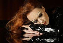 Ganz wie die Dietrich: Susanne Bard. Foto: Elisabeth Heinemann