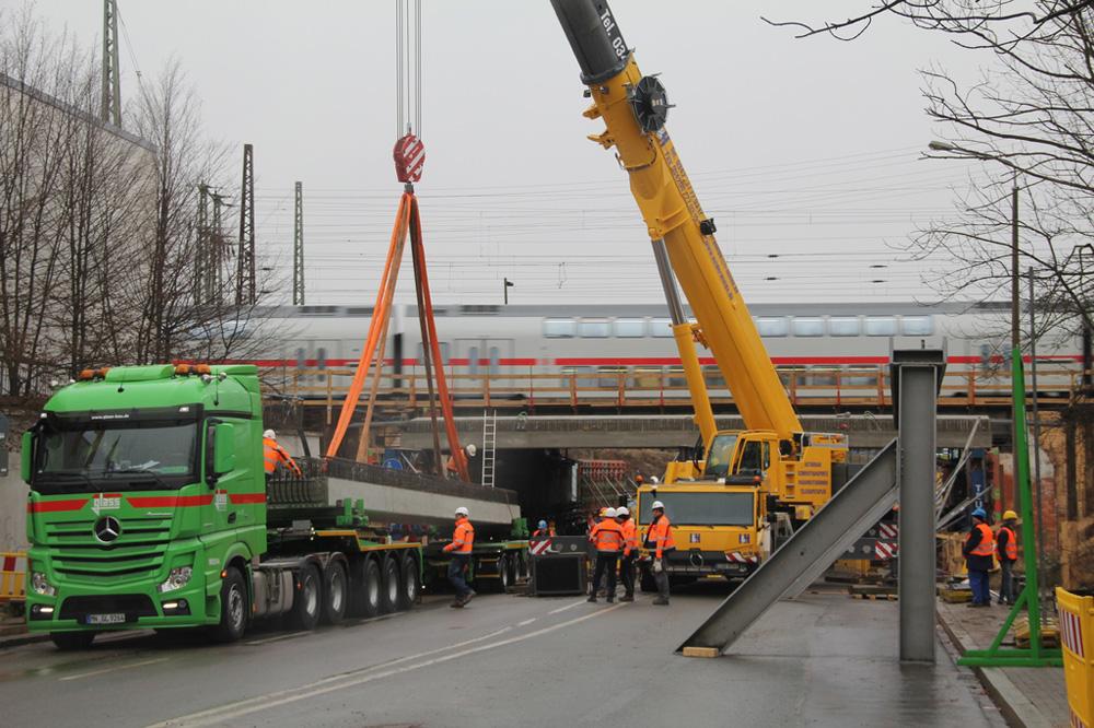 VDE8. Knoten Leipzig. Essener Straße. Das nächste 18 Meter lange Fertigteil. Foto: DB AG/Hannes Frank