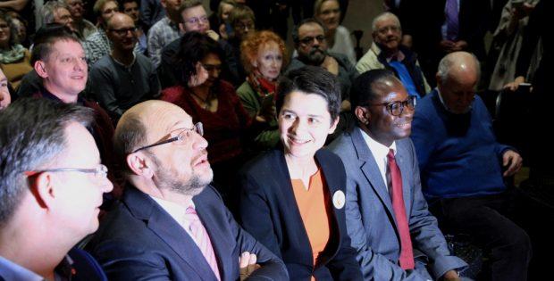 Kameralicht - Kein Heiligenschein. Martin Schulz mit der Leipziger Bundestagsabgeordneten Daniela Kolbe (SPD). Foto: L-IZ.de