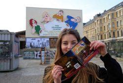 """Für das Titelfoto wurde die im Volksmund als """"Löffelfamilie"""" bekannte Leuchtreklame des ehemaligen VEB Feinkost Leipzig (Karl-Liebknecht-Straße 36) ausgewählt. Foto: Andreas Schmidt"""