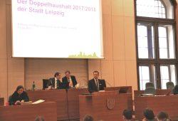 Finanzbürgermeister Torsten Bonew bei der Vorstellung des in den Ausschüssen verhandelten Doppelhaushaltes für Leipzig. Foto: L-IZ.de