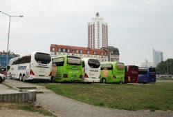 Jetziger Busabstellplatz auf der Ostseite des Hauptbahnhofs. Foto: Ralf Julke
