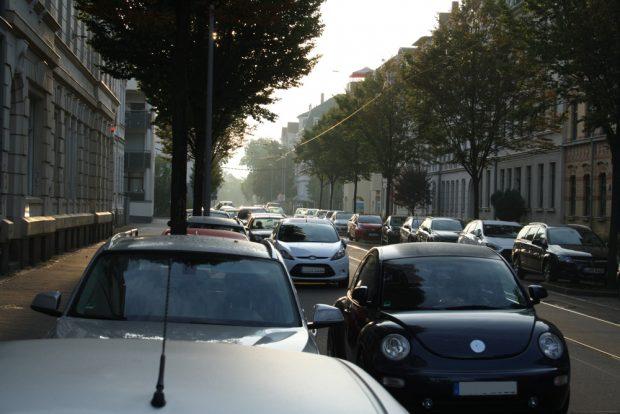 Zugeparkt: Eisenacher Straße in Gohlis. Foto: Ralf Julke