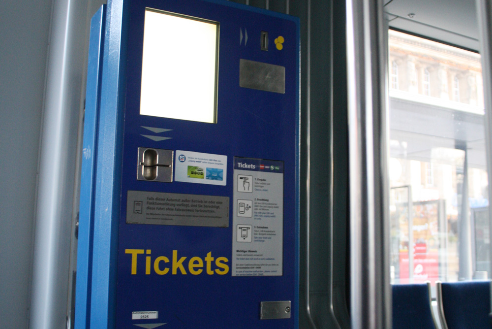 Fahrscheinautomat mit Sendepause. Foto: Ralf Julke