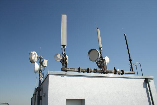 Mobilfunkanlage auf einem Leipziger Hochhaus. Foto: Ralf Julke