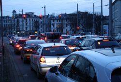 Feierabendverkehr am Goerdelerring. Foto: Ralf Julke