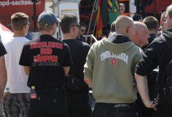 Rechtsextreme bei einer Demo. Foto: L-IZ