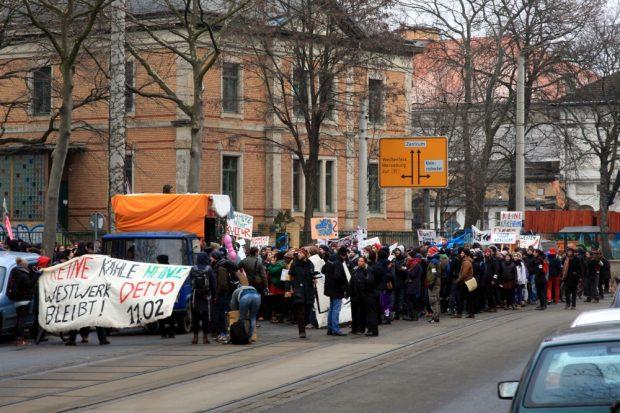Polizeibegleitung für die Westwerk retten Demo am 11. Februar 2017. Foto: L-IZ.de