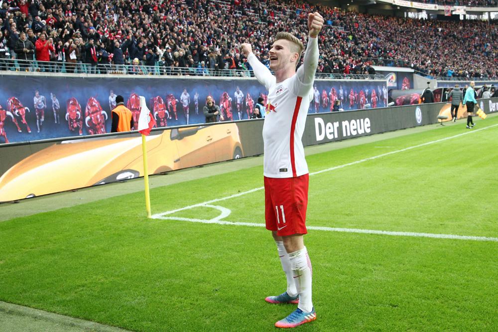 Standing Ovations für Torschütze Timo Werner. Foto: GEPA pictures/Kerstin Kummer