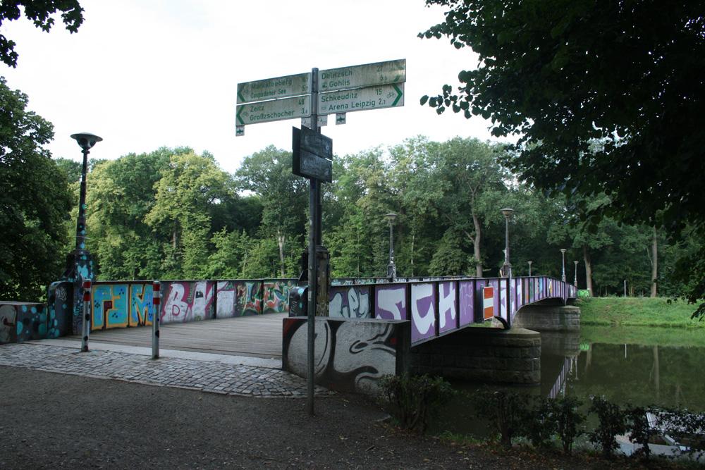 Rennbahnbrücke: Hier kommt der Elsterradweg entlang. Foto: Ralf Julke