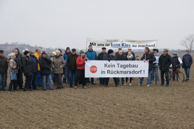 Protest gegen den geplanten Kiesabbau auf dem Acker bei Rückmarsdorf. Foto: BI Rückmarsforf