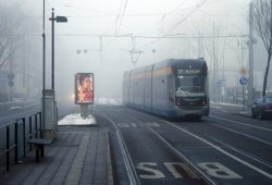 Straßenbahn in der Georg-Schumann-Straße. Foto: Ralf Julke