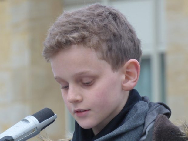 Ein 12-Jähriger Junge sprach am offenen Mikro. Foto: Lucas Böhme