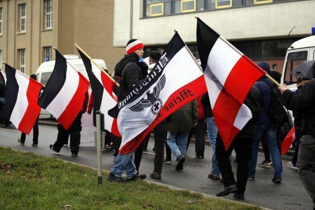 13:20 Uhr: Es fehlt nur noch das Hakenkreuz, Nationaler Sozialimus-Rufe gab es schon. Foto: L-IZ.de