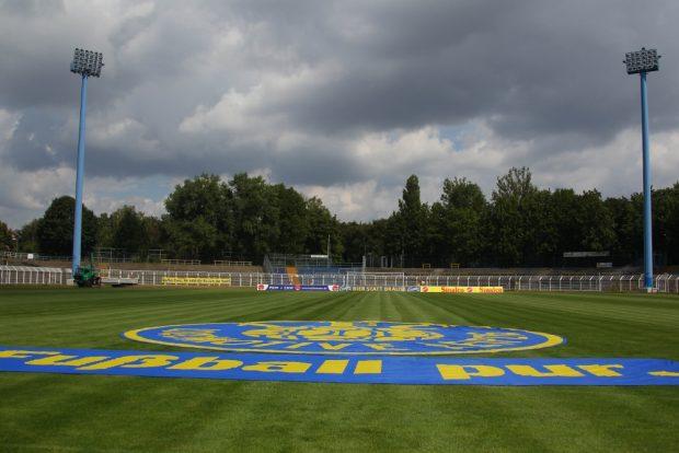 Dunkle Wolken über Probstheida. Welche Konsequenzen werden die Ausschreitungen für den Verein haben? Foto: Jan Kaefer (Archiv)