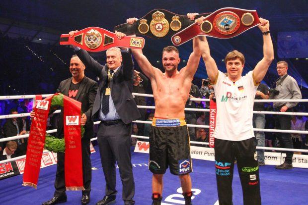 Drei Gürtel für Bösel: WBO Inter-Continental, WBA Continental und nun auch IBF Intercontinental. Foto: Jan Kaefer