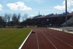 Mehr als 2.000 Lok-Fans begleiteten ihr Team nach Bischofswerda. Foto: Marko Hofmann