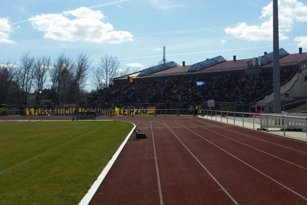 Starker Rückhalt: Mehr als 2.000 Lok-Fans begleiteten ihr Team nach Bischofswerda. Foto: Marko Hofmann