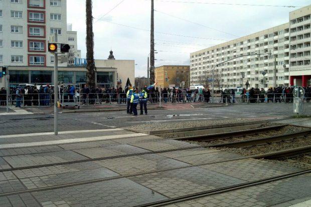 Auch der Gegenprotest am Bayerischen Platz löst sich auf. Foto: L-IZ.de