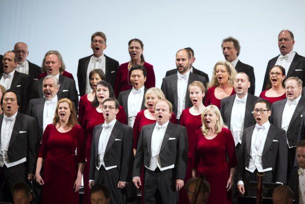 Chor der Oper Leipzig. Foto Tom Schulze