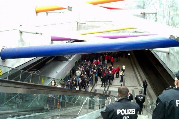 Und da gehts wieder nach Hause. Der nationale Widerstand passt in eine S-Bahn. Foto: L-IZ.de