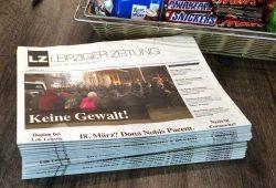 Die LZ Nummer 41 ist am Donnerstagabend bereits in den Spätis gelandet und ab Freitag überall in Leipzig zu kaufen. Foto: LZ