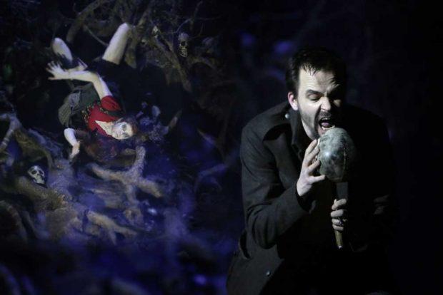 Tuomas Pursios Auftritte zählten zu den wenigen Höhepunkten eines weitgehend glanzlosen Opernabends. Foto: Ida Zenna