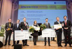 """Preisträger Intec-Preis Kategorie """"Unternehmen über 100 Mitarbeiter"""": Profiroll Technologies GmbH und NILES-SIMMONS Industrieanlagen GmbH. Foto: Leipziger Messe GmbH/Uwe Frauendorf"""