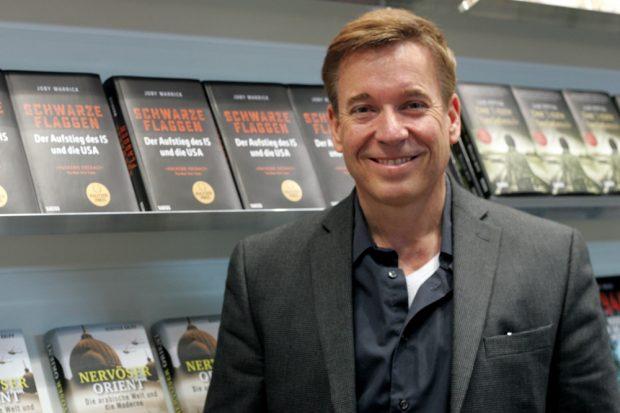 "Pulitzer-Preisträger ""Joby Warrick"" am Verlagsstand Foto: Sebastian Beyer Islamischer Staat, Buchmesse 2017,"