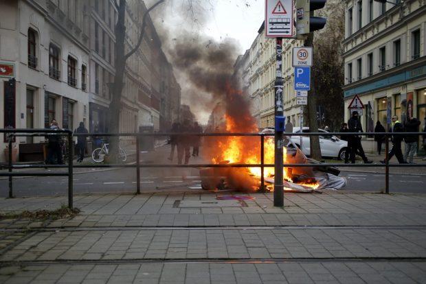 Wer zündelt denn da? Im Vorfeld des 18. März 2017. Foto (vom 12.12.2015): L-IZ.de