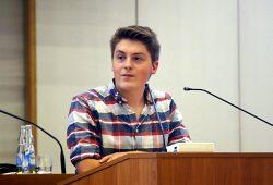 William Rambow (Linke, Sprecher des JuPa) brachte die meisten Vorschläge aus dem Jugendparlament in den Stadtrat. Foto: L-IZ-.de