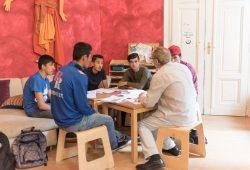 Ehrenamtlicher Deutschunterricht im Soziokulturellen Zentrum Die VILLA. Foto: Daniel Reiche