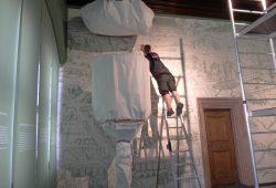 Letzte Korrekturen im Alten Rathaus. Foto: Stadtgeschichtliches Museum Leipzig