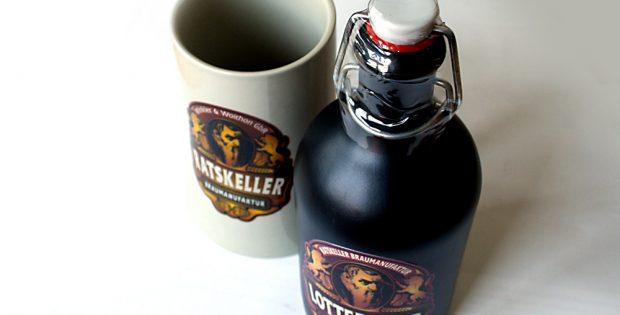 """Bierseidel und Flasche """"Lotteraner"""". Foto: Ralf Julke"""