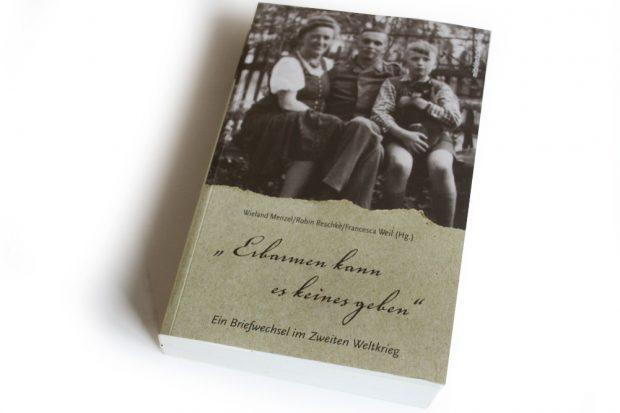 """Wieland Menzel, Robin Reschke, Francesca Weil (Hrsg.): """"Erbarmen kann es keines geben"""". Foto: Ralf Julke"""