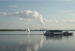 Cospudener See mit Passagierboot. Foto: Ralf Julke